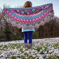 Crochet shawl by Adinda Zoutman