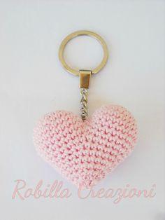 Portachiavi amigurumi a forma di cuore : Portachiavi di robillacreazioni