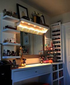 Makeup Room Ideas #Makeup room DIY (Makeup room decor) Makeup Storage Ideas For Small Space - Tags: makeup room ideas makeup room decor makeup room furniture makeup room design