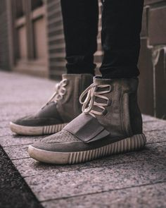 info for 79ebe 757c8 adidas YEEZY Boost 750 OG (Chalk White)