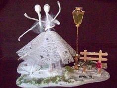 balet- postacie z drucik tańczą na śniegu,ławeczka róża,latarnia