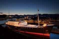 Schwimmendes Luxushotel in Schottland: Fingal - The Chill Report Restaurant Bar, Glasgow, Floating Hotel, Cabin Bathrooms, Welcome Aboard, Luxury Cabin, Breakfast Buffet, Lighthouse, Scotland