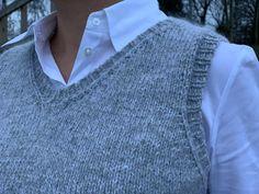 Veras vest - få gratis strikkeopskrift her - Strikker. Vest Pattern, Cute Jeans, Knit Vest, Garter Stitch, Baby Knitting Patterns, Knitted Hats, Knit Crochet, T Shirts For Women, Clothes