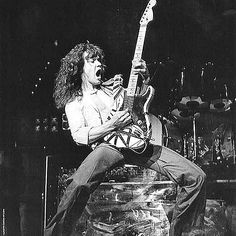 Van Halen Eddie knows how to play a guitar like know one I've ever seen. I had the opportunity to see him back in Jaw dropping guitar playing. Eddy Van Halen, Alex Van Halen, Heavy Metal, Van Halen 5150, 80s Hair Bands, David Lee Roth, Best Guitarist, Rockn Roll, Rock Legends