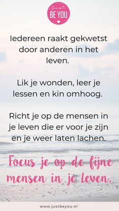 Iedereen raakt gekwetst door anderen in het leven Just Be You, Make You Feel, Personal Development, Favorite Quotes, Qoutes, Poems, Positivity, Wisdom, Motivation