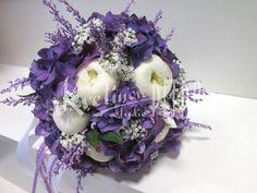 Svatební květiny | Svatební kytice | Kulatá svatební kytice z pivoněk a hortenzie č. 495. | Květiny online, prodej a rozvoz květin Floral Wreath, Wreaths, Decor, Floral Crown, Decoration, Door Wreaths, Deco Mesh Wreaths, Decorating, Floral Arrangements