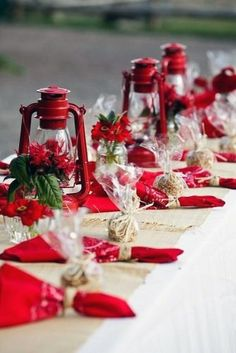 winter wedding decorations on the table burlap tablecloth red lights and napkins hannah photography