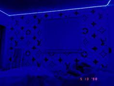 Cute Bedroom Ideas, Room Ideas Bedroom, Small Room Bedroom, Awesome Bedrooms, Teen Room Decor, Room Wall Decor, Cute Teen Rooms, Hypebeast Room, Neon Bedroom