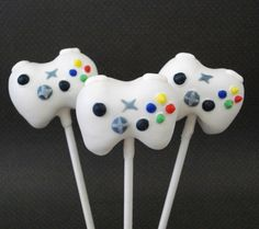 oh my gosh.. these are hilarious! xbox 360 controller cake pops!