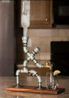 günstige industrielle rohr lampen diy ideen … - Diy Home Ideas Alcohol Dispenser, Beverage Dispenser, Alcohol Bar, Drinks Alcohol, Whiskey Dispenser, Diy Lampe, Diy Casa, Pipe Lamp, Bars For Home
