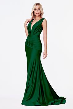 Green Evening Gowns, Evening Dresses, Prom Dresses, Dresses To Wear To A Wedding, Dress Prom, Satin Dresses, Long Dresses, Emerald Green Dresses, Prom Dress Stores