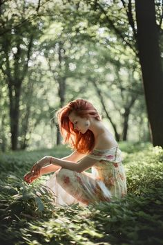 Red hair ideas ( Girls ) – red hair girls and idras for famous girl Fantasy Photography, Girl Photography, Photo Portrait, Photo Art, Girls With Red Hair, Hair Girls, Forest Fairy, Photoshoot Inspiration, Photography Poses
