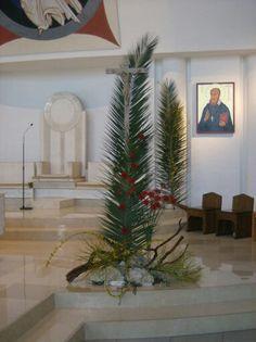 Altar Flowers, Church Flower Arrangements, Church Flowers, Easter Altar Decorations, Catholic Lent, Palm Sunday, Church Design, Kirchen, Bouquet