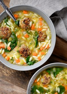 italian wedding soup While this dish may be a beloved soup found in many Italian restaurants, Johnsonvilles Mild Italian Sausages really give this soup the authentic taste it deser Italian Wedding Soup Recipe, Italian Soup, Italian Recipes, Soup Recipes, Dinner Recipes, Cooking Recipes, Healthy Recipes, Healthy Soup, Salads