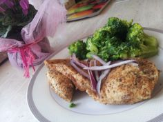 Chicken prepared by steaming with broccoli