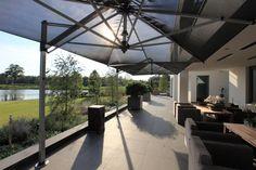 Wegdromen bij deze prachtige villatuin van Esselink Hoveniers. #tuinen #inspiratie