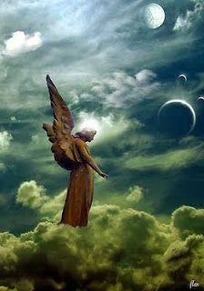 Ik zit ijverig te schrijven achter mijn laptop links van mij staat engel Gabriël in zijn licht van waarheid, rechts staat AartsengelMichaël voor mij staat Maria Magdalena. Ze hebben een verzoek of ik over het 'ik naar het wij 'wil schrijven. De jaren op aarde zijn geleefd veelal in het ego, het ik.