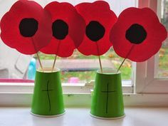 Remembrance Day - craft for kids Poppy Craft For Kids, Easy Crafts For Kids, Art For Kids, Toddler Crafts, Creative Crafts, Remembrance Day Activities, Remembrance Day Poppy, Paper Plate Poppy Craft, Memorial Day Poppies