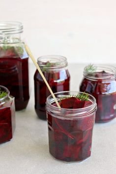 Easy sugar free, lightly pickled, delicious 5 Ingredient Healthy Pickled Beets that will last in the fridge for weeks! Just under an hour to prepare. Bacon Spinach Salad, Goat Cheese Salad, Refrigerator Pickled Beets, Pickled Ginger, Pickled Beets Recipe No Sugar, Balsamic Mushrooms, Easy Holiday Recipes, Summer Recipes, Beet Recipes