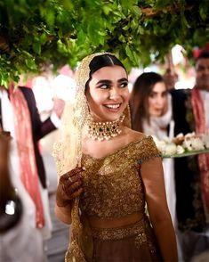 Rose Gold lehenga, nikah look, nikah jewellery, maang tikka, pearl nath, choker necklace, nikah jewellery pakistani bride, nikah jewellery, nikah jewellery pakistani, jewellery for nikah, layered satlada, jhoomar passa, nizami bridal look Pakistani Party Wear Dresses, Pakistani Wedding Outfits, Pakistani Bridal Wear, Pakistani Wedding Dresses, Bridal Outfits, Bridal Dresses, Nikkah Dress, Pakistani Mehndi, Punjabi Wedding Suit