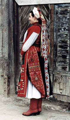 Bride from Méra, county Borsod-Abaúj-Zemplén, North territory of Hungary - Mérai menyasszony/Hungarian Folk Costume, Costume Dress, Historical Costume, Historical Clothing, Costumes Around The World, Folk Clothing, Hungarian Embroidery, Beauty Around The World, Folk Dance