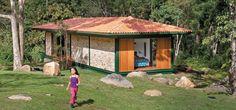 Chalé de 124m², com parede de tijolinho, na serra fluminense | CASA.COM.BR
