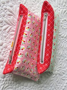 How to shorten zippers for pouches and bags- the easiest technique! via @getagrama