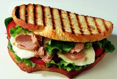 Looking for a new idea for your sandwich? Try this Tuna and Tomato Sandwich with Fresh Mozzarella! Panini Sandwiches, Wrap Sandwiches, Italian Cooking, Italian Recipes, Tomato Sandwich, Tuna Recipes, Mouth Watering Food, Fett, Food Inspiration