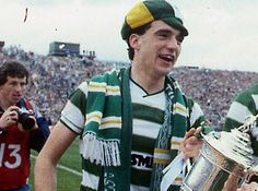 Paul McStay lifting the Scottish cup in 1985