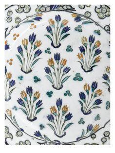 Plat aux 9 bouquets de tulipes - Musée national de la Renaissance (Ecouen)