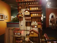 Diorama of the Bath House in Spirited Away by Hayao Miyazaki. This is part of an exhibition in Tokyo. Studio Ghibli Art, Spirited Away, Hayao Miyazaki, Miniature Houses, Home Studio, Exhibitions, Architecture, Diorama, Building