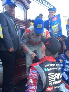Jeff Gordon congratulating Dale Jr on his win at Martinsvile. Jeff finished to lead chase standings. Nascar Martinsville, Tony Stewart, Jeff Gordon, Dale Earnhardt Jr, Amy, Racing, Running, Auto Racing