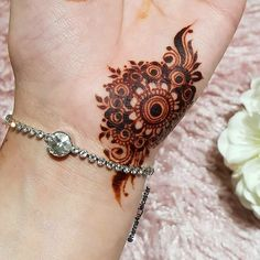 Easy and Simple Mehndi Designs That You Should Try In 2019 - Tatouages - Henna Hand Designs, Eid Mehndi Designs, Mehndi Designs Finger, Simple Arabic Mehndi Designs, Mehndi Designs For Girls, Mehndi Designs For Beginners, Stylish Mehndi Designs, Mehndi Designs For Fingers, Wedding Mehndi Designs