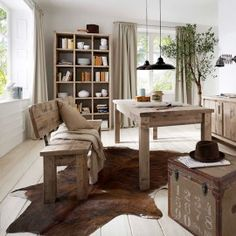 Dining room completely white - Best Home Decorating Ideas - How To Design A Room - homehomedecor Solid Wood Furniture, Dining Room Furniture, Dining Bench, Home Furniture, Bungalow Extensions, Antique House, Nordic Home, Designer, Luxury
