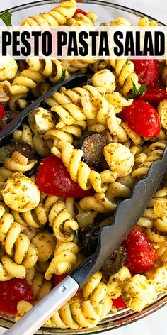 Quick, easy pesto pasta salad recipe, homemade with simple ingredients in one pot / bowl in 20 minutes. Packed with basil pesto sauce, mozzarella, tomatoes! Healthy Pastas, Healthy Chicken Recipes, Vegetarian Recipes, Cooking Recipes, Ovo Vegetarian, Recipes With Pesto Sauce, Recipes With Basil, Healthy Cold Lunches, Healthy Chicken Pasta