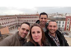 Chris manda un Tourself desde lo alto de la Plaza Alta de Badajoz.
