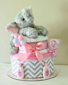Help, guide and techniques for baby shower diaper cake -> Don't be fearful about letting others help with segments of planning the baby shower planning. Baby Shower Niño, Baby Shower Diapers, Baby Shower Favors, Baby Shower Cakes, Baby Shower Parties, Baby Shower Themes, Baby Shower Gifts, Shower Ideas, Elephant Baby Showers
