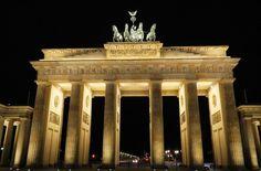 Portão de Brandenburgo, um marco da Segunda Guerra Mundial, em Berlim (Alemanha) - Foto: Ticiana Giehl e Marquinhos Pereira/Escolha Viajar