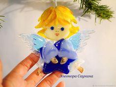 Купить Елочная игрушка из стекла фьюзинг Рождественский ангел со звездой в интернет магазине на Ярмарке Мастеров