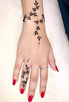 Latest Henna Designs, Henna Tattoo Designs Simple, Finger Henna Designs, Beginner Henna Designs, Mehndi Designs For Girls, Unique Mehndi Designs, Mehndi Designs For Fingers, Mehndi Designs For Hands, Arabic Mehndi Design Images