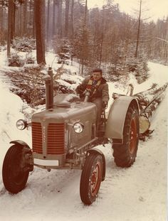 Vintage Tractors, Old Tractors, History Of Finland, Old Toys, Cars And Motorcycles, Antique Cars, Nostalgia, Old Things, Retro