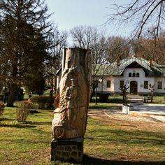 Zaujímavé vecičky v Herľanoch dnes bolo veľmi fajnové počasie na výlet... #praveslovenske  #slovakia #slovensko #herlany #wood #wooden #woodart #woodwork