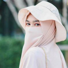 Cute Muslim Couples, Muslim Girls, Muslim Women, Casual Hijab Outfit, Hijab Chic, Hijab Niqab, Hijabi Girl, Girl Hijab, Niqab Fashion