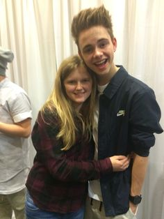 Corbyn besson with a fan Fall Out Boy, I Fall In Love, Logan Paul Kong, Famous Guys, Shy Girls, One Ok Rock, Corbyn Besson, Charlie Puth, Long Time Ago