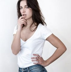 Tee-shirt blanc ibe décolleté plongeant devant - Ibe   Isabelle Beretta Pull Gris, Pulls, Basic Tank Top, T Shirt, V Neck, Tank Tops, My Style, Tees, Women