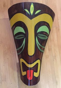 Large Tiki God Mask made from palm frond Palm Tree Crafts, Palm Tree Art, Palm Frond Art, Palm Fronds, Hawaiian Tiki, Hawaiian Decor, Mascara Oni, Corn Husk Crafts, Tiki Faces