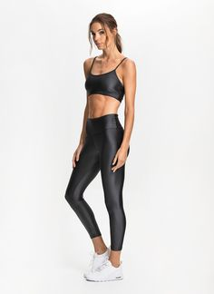 Made from our exclusive Chevron fabric with added Lycra® stretch, these seamless sides leggings offer cotton-like comfort alongside a flattering fit, quick-drying qualities and superior durability. Features a wide dual-layer waistband designed to enhance support around the lower abs and hips.