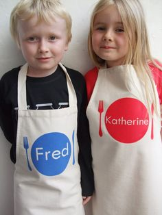 This apron is suitable for girls or boys and there is even an adult version. The apron has a dinner plate, which can be personalised with a child's name, or a short phrase of your choice, such as 'I Love Baking'. Please note that longer names or phr Cool Gifts For Kids, Kids Gifts, Cool Kids, Toddler Apron, Kids Apron, Childrens Aprons, Childrens Gifts, Personalized Aprons, Birthday Gifts For Boys