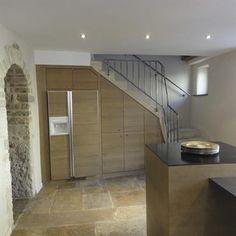 Built-in fridge under the stairs | réfrigérateur construis sous les escaliers