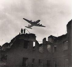 "Charles Fenno Jacobs - ""Berlin Airlift"", 1945 *Black Star"